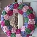 """Rózsakoszorú - """"Rózsabokor"""", Baba-mama-gyerek, Otthon, lakberendezés, Koszorú, Ajtódísz, kopogtató, Mint egy szépségesen virágzó rózsabokor. Egyenként kézzel hajtogatott textil rózsákból. Átmérő: 28 c..., Meska"""