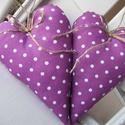 Vidéki romantika szívek - Polka dots (lila), Otthon, lakberendezés, Dekoráció, Baba-mama-gyerek, Lakástextil, Lila pöttyös szív, a lakás kedves dísze lehet. Örök romantikusoknak.  Magasság: 17 cm., Meska