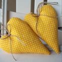 Vidéki romantika szívek - Polka dots (napsárga), Otthon, lakberendezés, Dekoráció, Baba-mama-gyerek, Lakástextil, Napsütéses sárga pöttyös textil szívek  Magasság: 17 cm., Meska