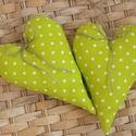 Vidéki romantika szívek - Polka dots (kivi zöld), Otthon, lakberendezés, Dekoráció, Baba-mama-gyerek, Lakástextil, Kivi zöld vidám pöttyös szívek. A szívek kiváló minőségű anyagból készültek.  Magasság: 17 cm...., Meska