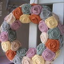 """Rózsakoszorú - """"Őszidő"""", Baba-mama-gyerek, Otthon, lakberendezés, Koszorú, Ajtódísz, kopogtató, Rózsakoszorú az ősz szépséges színeiből. Egyenként kézzel hajtogatott textil rózsákból. Átmérő: 28 c..., Meska"""