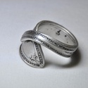 Impozáns ezüstözött fémgyűrű (GY079), Ékszer, Szerelmeseknek, Anyák napja, Gyűrű, Elegáns ezüstözött antik gyűrű, gyönyörű mintával, egyedi kialakítással és polírozással.  Belső átmé..., Meska