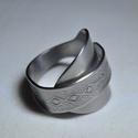 Rombusz mintás hajtott gyűrű (GY128), Dekoráció, Ékszer, Szerelmeseknek, Ünnepi dekoráció, Anyák napja, Gyűrű, Különleges hajtott fémygűrű kanálból, rombusz mintával. Egyedi kilalakítással és polírozással.  Bels..., Meska