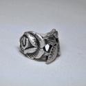 Metsztett rózsa antik fémgyűrű (GY009), Ékszer, Gyűrű, Sötétített fém karikagyűrű egyedi kialakítással és fényezéssel, metszett rózsa mintázattal.  Belső á..., Meska