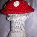 Horgolt gomba, Játék, Horgolás, Kb 12 cm magas horgolt gomba. Töltőanyagy akril. A kalapja piros.fehér pöttyökkel.a szára és gallér..., Meska