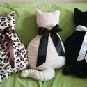 Szégyenlős cica párnák, Otthon, lakberendezés, Lakástextil, Párna, Varrás, Pihe-puha, ölelni való, egyedi készítésű cica alakú párna. Díszítheted vele nappalid vagy gyerekszo..., Meska