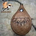 """""""Kutyamánia""""- kulcstartó 3., Mindenmás, Kulcstartó, Pirográffal és kézi festéssel készült ez a csepp alakú, bőr kulcstartó. Mérete: 5,5 x 8 cm . Lánc ho..., Meska"""