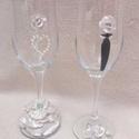 Ara pezsgős poharak, Esküvő, Gyurma, Esküvői pezsgős poharak, menyasszony és vőlegény egyben. Égetett gyurmából készült rózsákkal és gyö..., Meska