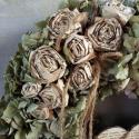 Hortenziás ajtódísz könyv rózsákkal , Dekoráció, Otthon, lakberendezés, Ajtódísz, kopogtató, A hortenziához készítettem könyv rózsákat melyeket kender zsinórról lógatok le és tűztem a koszorúba..., Meska