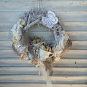 Vintage húsvét. , Dekoráció, Otthon, lakberendezés, Ünnepi dekoráció, Koszorú, Ajtódísz, kopogtató, Vintage hangulatú ajtódísz.   A 30-cm-es alapot festettem és koptattam.  Pamut csipke anyagot ragasz..., Meska