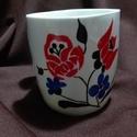 Virágmintás bögre, Konyhafelszerelés, Bögre, csésze, Festett tárgyak, Porcelánfestékkel készült mosogatás álló virágmintás bögre.  Kérésre többet darabot is készítek bel..., Meska