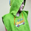 Kapucnis zöld törölköző, kis fürdőköpeny kisbusz mintával MEGRENDELÉSRE, Saját kézzel varrt kapucnis, bebújós, frottír...