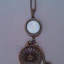 Biciklis nyaklánc, Ékszer, óra, Nyaklánc, Ékszerkészítés, Antikolt bronz medálba kék/zöld/rózsaszín-fehér pöttyös papírt tettem az üveglencse alá. A láncot v..., Meska