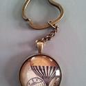 Kulcstartó, Mindenmás, Kulcstartó, Antikolt bronz üveglencsés kulcstartó.  Az üveglencse mérete: 30mm   5000Ft feletti rendelés e..., Meska