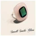 Rózsaszín gyűrűcske, Ékszer, Gyűrű, Olvasztásos technikával készült rózsaszín üveg gyűrű.   Mérete: 2x2 cm, Meska