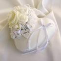 Esküvőre/eljegyzésre hófehér gyűrűpárna, Szerelmeseknek, Esküvő, Nászajándék, Gyűrűpárna, Mindenmás, Varrás, Egyedi gyűrűpárnát keresel a nagy napra, amelyet az esküvő után is szívesen nézegettek majd a lakás..., Meska