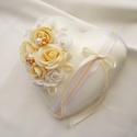 Arany-fehér-ezüst kézműves gyűrűpárna esküvőre, Esküvő, Nászajándék, Gyűrűpárna, Esküvői dekoráció, Egyedi gyűrűpárnát keresel a nagy napra, amelyet az esküvő után is szívesen nézegettek majd..., Meska