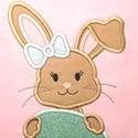 Húsvéti, nyuszikás, applikálással készült, 100% pamut póló, Ruha & Divat, Babaruha & Gyerekruha, Póló, Hímzés, Nyuszikás, 100% pamut póló, mely ideális viselet oviba, délutáni foglalkozásokra, gyermekrendezvény..., Meska