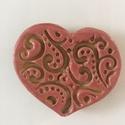 Rózsaszín-krém szívecske, Mint ez is, minden darabom egyedi :) Átmérő: 5 ...