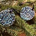 Kerámia kék fenyődísz, Kör nyomott mintás kék fenyődísz  Méret: 5,5...