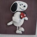 Snoopy kutya - kavics mese kollekció, Dekoráció, Otthon, lakberendezés, Kép, Falikép, Festett tárgyak, Mozaik, Akrillal festett és lakkozott fa lapra kézzel festett kavicsokból a mindenki által jól ismert és ke..., Meska