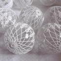 Horgolt gömb szett - 6 db, Horgolt karácsonyfadíszek fényes akril gömb al...