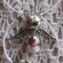 Vintage porcelán angyal ékszer szett - nyaklánc,  karkötő, Ékszer, Ékszerszett, Nyaklánc, Karkötő, Törtfehér zsinórra készítettem szép viola mintás porcelán angyalka medált ezüst színű szárnyakkal, h..., Meska