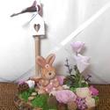 Nyuszi ül a fűben - tavaszi asztaldísz - húsvéti nyuszi - húsvéti dekoráció, Farönk szeletre varázsoltam egy kis húsvéti / ...