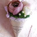 Vintage virágtölcsér - Esküvői dekoráció - virágcsokor - tavaszi csokor - vintage dekoráció, Anyák napja, Dekoráció, Esküvő, Csokor, A mályva egy elegáns, romantikus szín, ami az esküvők területén is megállja a helyét.  Fakéregből ké..., Meska