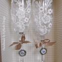 AKCIÓ! Esküvői pohár szett díszdobozban - Nászajándék - Pezsgős pohár - esküvői pohár - csipkés pohár, Otthon & lakás, Esküvő, Dekoráció, Nászajándék, Esküvői dekoráció, Egyedi, kézzel készített, elegáns fehér-arany, csipkével és gyöngyökkel díszített pezsgős poharak ne..., Meska