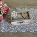 ÚJ !!!!!  Vintage rusztikus esküvői gyűrűpárna fadoboz ékszerdoboz doboz ládika gyűrűpárna, Esküvő, Gyűrűpárna, Esküvői ékszer, Meghívó, ültetőkártya, köszönőajándék, Festett tárgyak, Mindenmás, Vintage, rusztikus, koptatott stílusban készült ez az  esküvői gyűrűtartó doboz, melyet a gyűrűpárn..., Meska