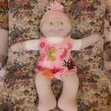 Zöld szemű Brigi baba  lepkés ruhában., Játék, Baba, babaház, Plüssállat, rongyjáték, Szia! Brigi baba vagyok, de ha megvásárolsz, nyugodtan nevezz úgy ahogy  szeretnél!   Kb. 40-43 ..., Meska