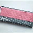 Rózsaszín-szürke tolltartó, Táska, Pénztárca, tok, tárca, Szürke és púder rózsaszín színekben készült ezt a tolltartó. A két anyag közé vetexet és flízt tette..., Meska