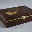 Közepes méretű szivar/dohány doboz, Ékszer, óra, Dekoráció, Ékszertartó, Dísz, Famegmunkálás, Mindenmás, Egyedi mintázatú, fa szivardoboz gőzölt akácból, fenyő díszítéssel.  Méret: 18x12.5x5.5 cm, Meska