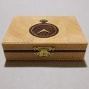 Kicsi órás doboz, Ékszer, óra, Dekoráció, Ékszertartó, Dísz, Famegmunkálás, Mindenmás, Egyedi, fa órás doboz, fenyőből, gőzölt akác intarzia berakással. Méret: 12.5x9.5x4 cm, Meska