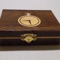 Kicsi órás doboz, Ékszer, óra, Dekoráció, Ékszertartó, Dísz, Famegmunkálás, Mindenmás, Egyedi, fa órás doboz, gőzölt akácból, fenyő intarzia berakással. Méret: 12.5x9.5x4 cm, Meska