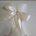"""""""Fiona""""  gyűrűpárna, Esküvő, Gyűrűpárna, Egyszerűségében elegáns ez az ekrü taftból készült gyűrűpárna, melyet egy szatén szalagb..., Meska"""