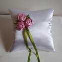 """""""Primavera"""" - romantikus rózsás gyűrűpárna, Esküvő, Gyűrűpárna, Esküvői dekoráció, Ezalkalommal saját készítésű mályvás rózsaszín textilrózsákkal díszített fehér szatén..., Meska"""