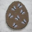 Hímzett hímes tojás, Dekoráció, Otthon, lakberendezés, Húsvéti díszek, Ünnepi dekoráció, A vidám mintát plasztikra hímeztem,garantáltan nem törik:)) Lehet belőle hűtőmágnes,de akasztható ba..., Meska
