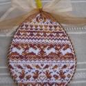 Húsvéti dísz, A tojás alakú motívumot keresztszemes hímzéss...