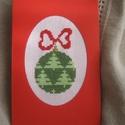 Karácsonyi képeslap, A motívumok keresztszemes hímzéssel készültek...