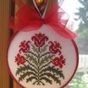 Virágos dísz, Dekoráció, Dísz, A motívum keresztszemes hímzéssel készült; hungarocellalapra dolgoztam rá. Hátoldalán színben harmon..., Meska