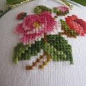 Rózsás dísz, Dekoráció, Dísz, A motívum keresztszemes hímzéssel készült; hungarocellalapra dolgoztam rá. Hátoldalán színben harmon..., Meska