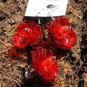 Piros virág szett pet palackból készült újrahasznosított fülbevaló és gyűrű, Ékszer, Medál, Nyaklánc, Piros pet palackból aprólékos munkával készített virág formájú fülbevaló és gyűrű.  a virágok legnag..., Meska