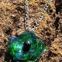 Kék és zöld virág pet palackból készült újrahasznosított nyaklánc, Ékszer, Fülbevaló, Kék és zöld pet palackból aprólékos munkával készített virág formájú nyaklánc.   a virág legnagyobb ..., Meska