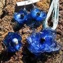 Kék virág szett pet palackból készült újrahasznosított nyaklánc, fülbevaló és gyűrű, Ékszer, Medál, Nyaklánc, Kék pet palackból aprólékos munkával készített virág formájú nyaklánc, fülbevaló és gyűrű.  a virágo..., Meska