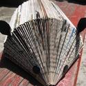 Színes könyvsün mindenféle papírok tartására való, sünformájú, újrahasznosított ajándék , Régi -szigorúan ponyvairodalmi vagy elavult tart...