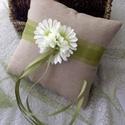 Gyűrűpárna, Esküvő, Gyűrűpárna, Vászonból  készült gyűrűpárna, amit textilvirággal,organzaszalaggal, szaténszalaggal  és g..., Meska
