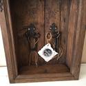 Falusi kulcstartó doboz, Bútor, Otthon, lakberendezés, Famegmunkálás, Festészet, A kulcstartó doboz egy régi mennyasszony fátyoltartó dobozból került átalakításra. Elvégzett munkák..., Meska