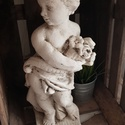 Kislány virágcsokorral, Dekoráció, Otthon, lakberendezés, Dísz, Köböl faragott angyalka virágcsokorral. Fehérre festettem és antikoltam. 50 cm magas és 10 kg súlyú...., Meska